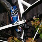 Manta-patriote-on-bike-back